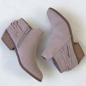 🍁 Taupe Pointed Toe Ankle Bootie Perfect for Fall